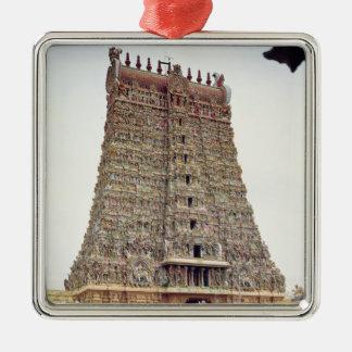 Beskåda av det sned yttre av den södra gopuramen julgransprydnad metall
