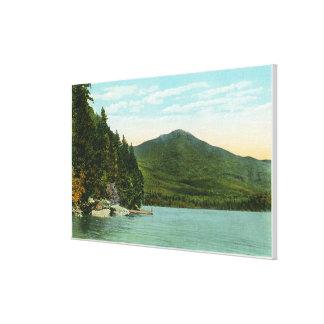 Beskåda av det Whiteface berg från älgön Canvastryck