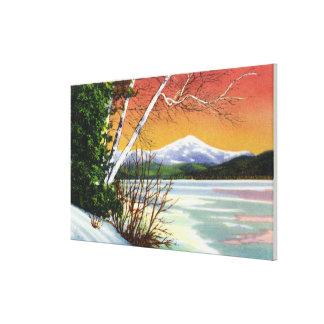 Beskåda av det Whiteface berg från sjön in Canvastryck