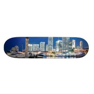 Beskåda av horisont med reflexion i vatten, Miami Skateboard Bräda 19,5 Cm