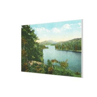 Beskåda av lägre Saranac sjö från den rättframa ön Canvastryck