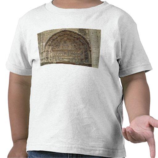 Beskåda av tympanumen som visar Madonnaen T Shirts