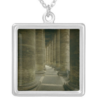 Beskåda insida colonnaden silverpläterat halsband
