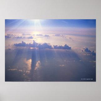 Beskåda ovanför det täta molnet poster