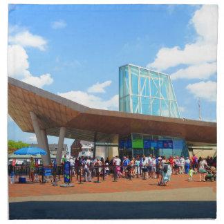 Beskådar det berömda akvariet för den Boston Tygservett