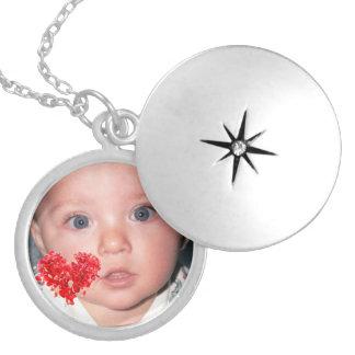 Beställnings- fotoLocket med röd hjärtadesign Halsband Med Rund Berlock