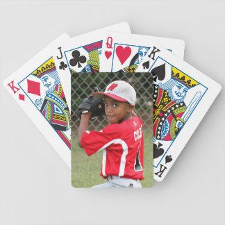 Beställnings- fotosportar som leker kort - spelkort
