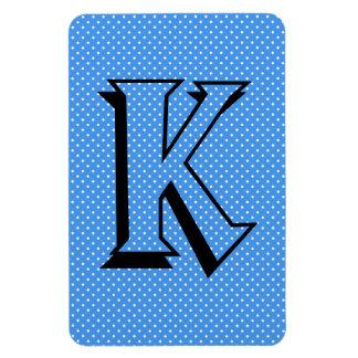 Beställnings- monogram för polka dotsblåttvit som magnet