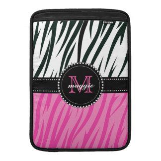 Beställnings- Monogram för svart och rosa zebra Sleeve För MacBook Air