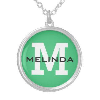 Beställnings- monogram-, namn- & färghalsband silverpläterat halsband
