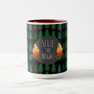 Beställnings- mysigt roligt över natten lägerkaffe mugg
