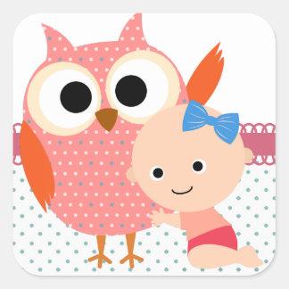 Beställnings- uggla för baby shower/födelsedag fyrkantigt klistermärke