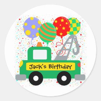 Beställnings- ungelastbilfödelsedag rund klistermärke