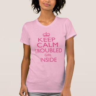 Besvärad flickainsida för behålla lugn tee shirts