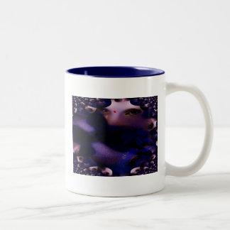 Betraktare av ögaprodukterna kaffe kopp