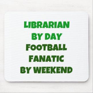 Bibliotekarie av dagfotbollfanatikern vid helg musmatta