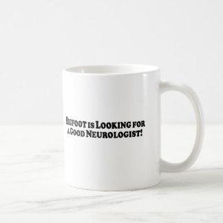 Bigfoot tittar för den grundläggande bra kaffemugg