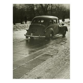 Bil på vägen vykort