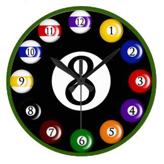 Billiardbollväggen tar tid på stor rund klocka
