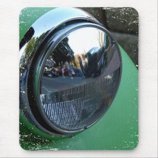 Billykta på en grön vintage car musmatta