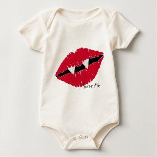 Bita mig röda huggtänder för läppar n bodies för bebisar