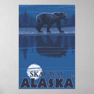 Björn i månsken - Skagway, Alaska Poster
