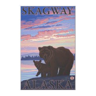 Björn och unge - Skagway, Alaska Canvastryck