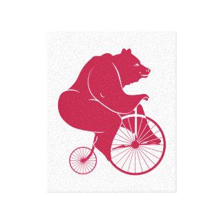 Björn som rider encentmyntFarthingcykeln Canvastryck