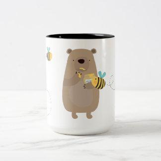 Björnar och bin Två-Tonad mugg