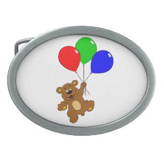 Björnen med ballongungebältet spänner fast
