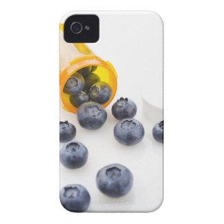 Blåbär som spiller från receptflaskan iPhone 4 Case-Mate fodraler
