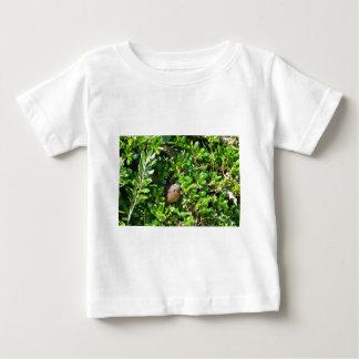 Blackbird i en lagrarbuske t-shirt