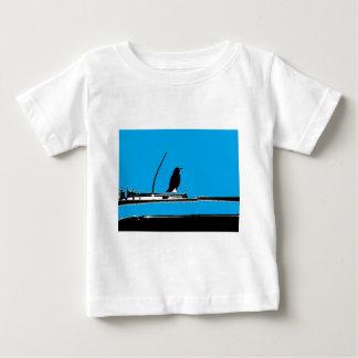 Blackbird med antennen på turkos t shirt