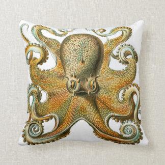 Bläckfiskdesign av Ernst Haeckel, circa 1904 Prydnadskudde