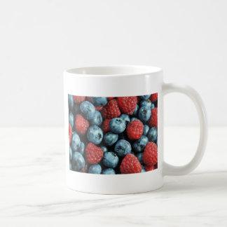 Blandad design för bär (blåbär och hallon) kaffemugg