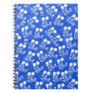 Blått med vitblommor anteckningsbok med spiral