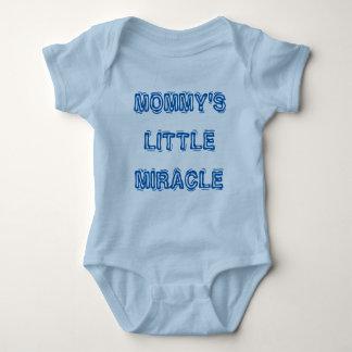 """Blått""""mommys lite Jersey för baby för mirakel"""" T-shirt"""