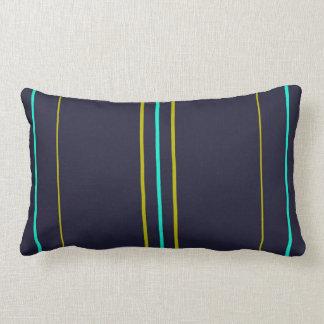 Blått- och gröntrandar på indigoblått lumbarkudde