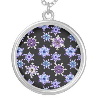 Blått & purpurfärgad Sparkling vintersnöflingor Silverpläterat Halsband
