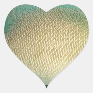 Blått-Solbränna-Grönt tropisk fisksimning i vatten Hjärtformat Klistermärke