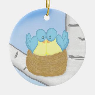 Blåttfåglar bygga bo in julgransprydnad keramik