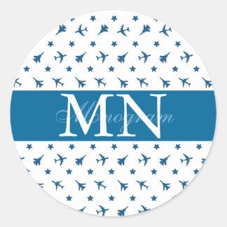 Blåttflygplanmönster med monogramen runt klistermärke
