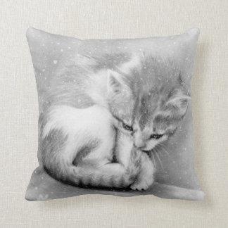 Blek wintry kattunge kudder kudde
