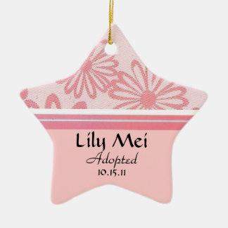 Blom- adoptionmeddelande för rosa daisy stjärnformad julgransprydnad i keramik