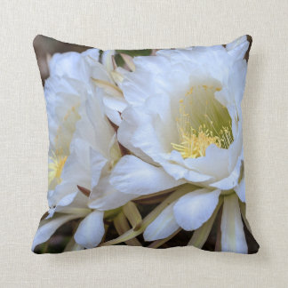 Blom för den vitEchinopsis kaktusen - kudde