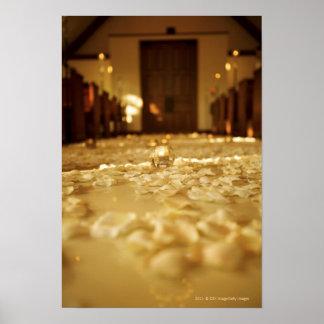 Blommapetals på golv av kyrkan poster
