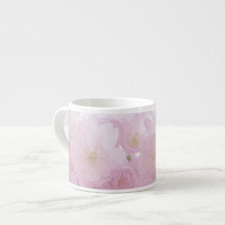 Blommar den pastellfärgade rosan för Springtime Espressomugg