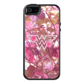 Blommar den rosa camelliaen för den undra kvinnan OtterBox iPhone 5/5s/SE skal