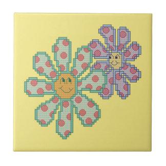 Blommar förälskat liten kakelplatta