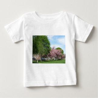 Blommar på Denholm grönt T-shirts